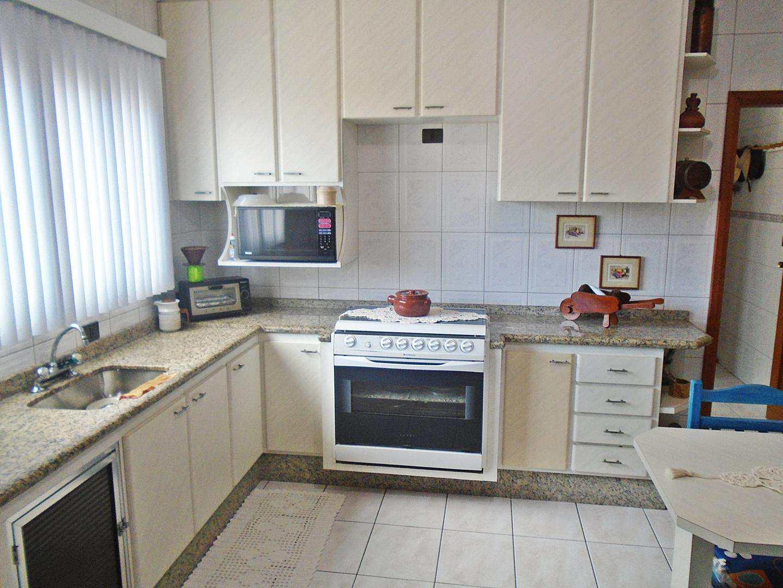 11 - Apartamento - 03 dormitórios - Tupi
