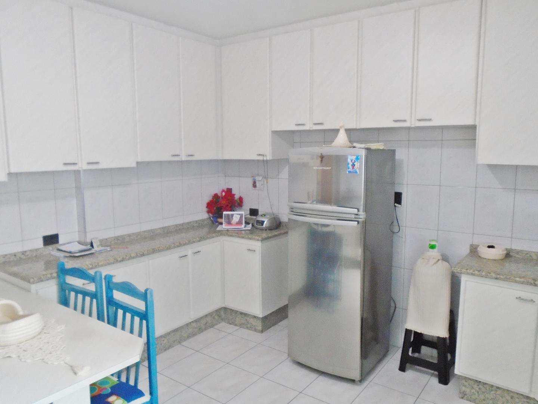 10 - Apartamento - 03 dormitórios - Tupi