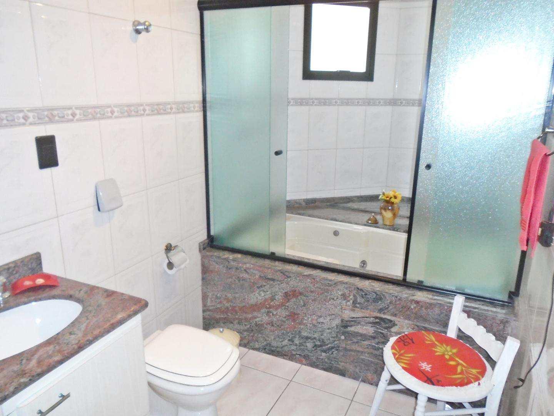 22 - Apartamento - 03 dormitórios - Tupi