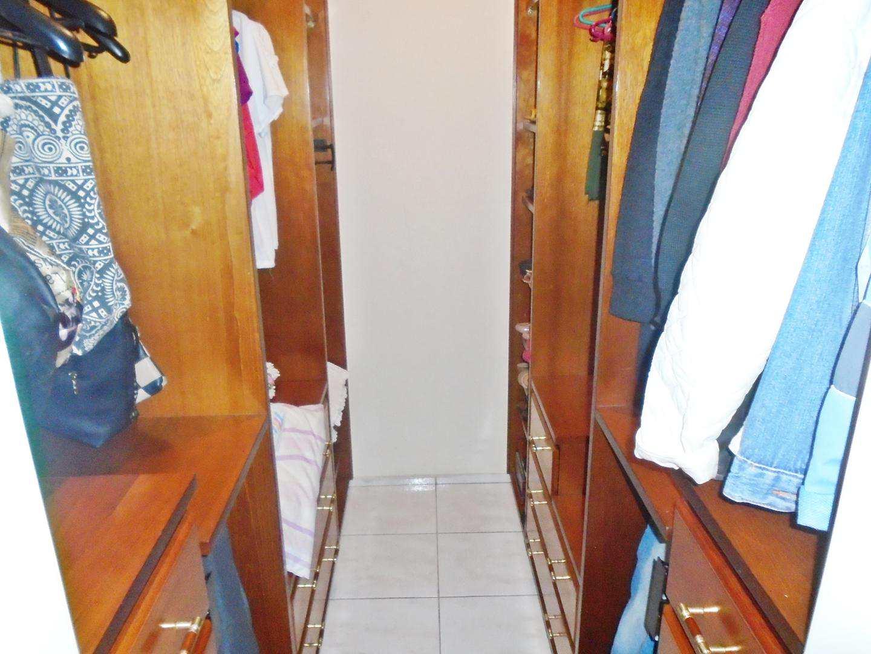 21 - Apartamento - 03 dormitórios - Tupi