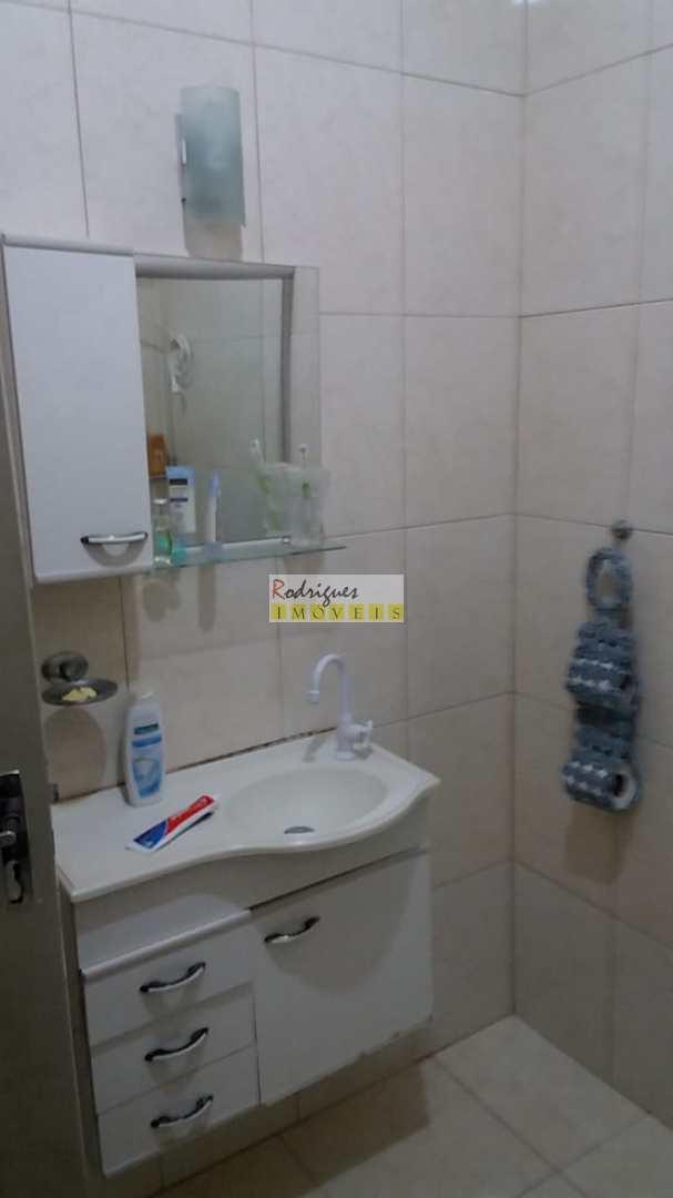 Casa térrea com 3 dorms, Vila Valença, São Vicente - R$ 600 mil