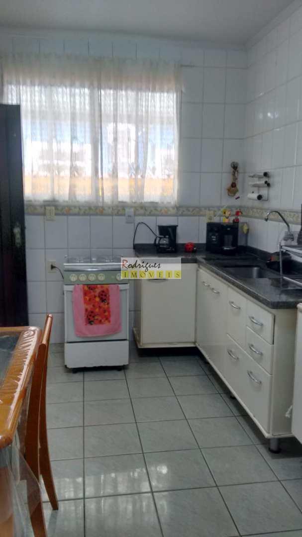 Casa isolada com edicula e muito quintal - Cascatinha - $ 500