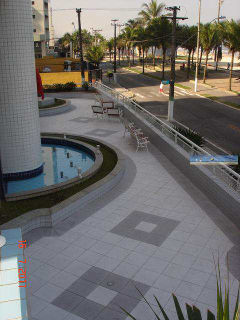 Esplanada ( frente do condominio )