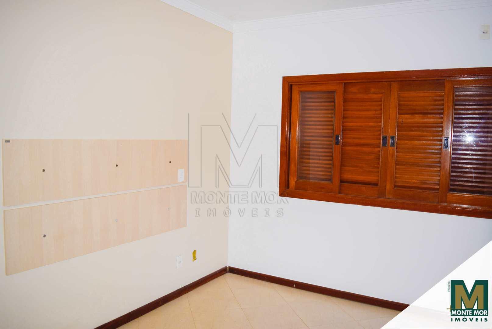 Casa com 3 dorms - Locação - JD. Vista Alegre
