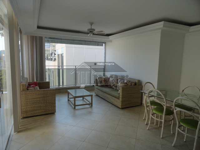 Cobertura com 3 suítes, Praia da Enseada, Guarujá - R$ 650 mil