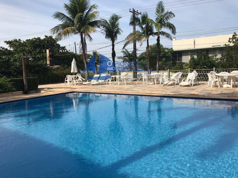 Condomínio com piscina vista para o mar ...