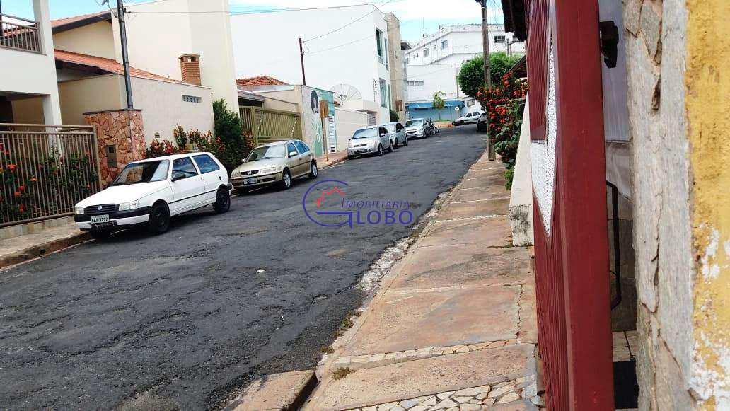 Rua Lateral tem a santa Casa. Hospital