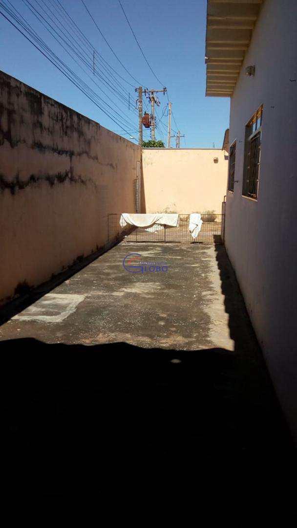 Casa com 3 dorms, Centro, Urânia - R$ 280 mil, Cod: 4597