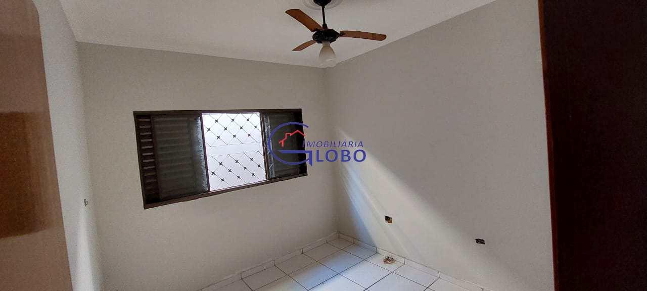 Casa com 3 dorms, Vila Nossa Senhora Aparecida, Jales - R$ 300 mil, Cod: 4715