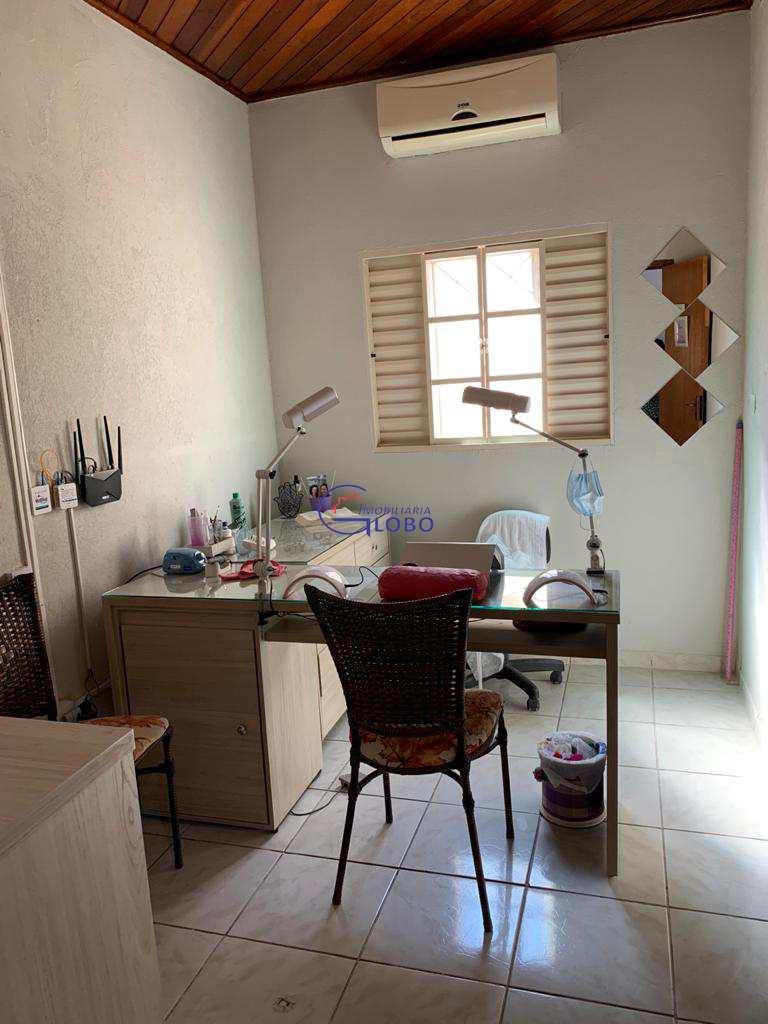 Casa com 3 dorms, Residencial São Lucas, Jales - R$ 310 mil, Cod: 4717
