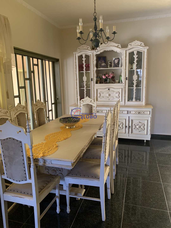 Sobrado com 3 dorms, Jardim Europa, Jales - R$ 1.1 mi, Cod: 4718