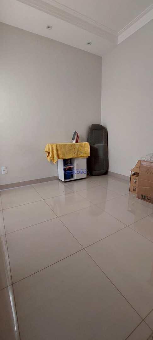 Casa com 3 dorms, Jardim Estados Unidos, Jales - R$ 500 mil, Cod: 4720