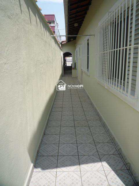 18- CORREDOR EXTERNO ANGULO 02-CASA EM PRAIA GRANDE