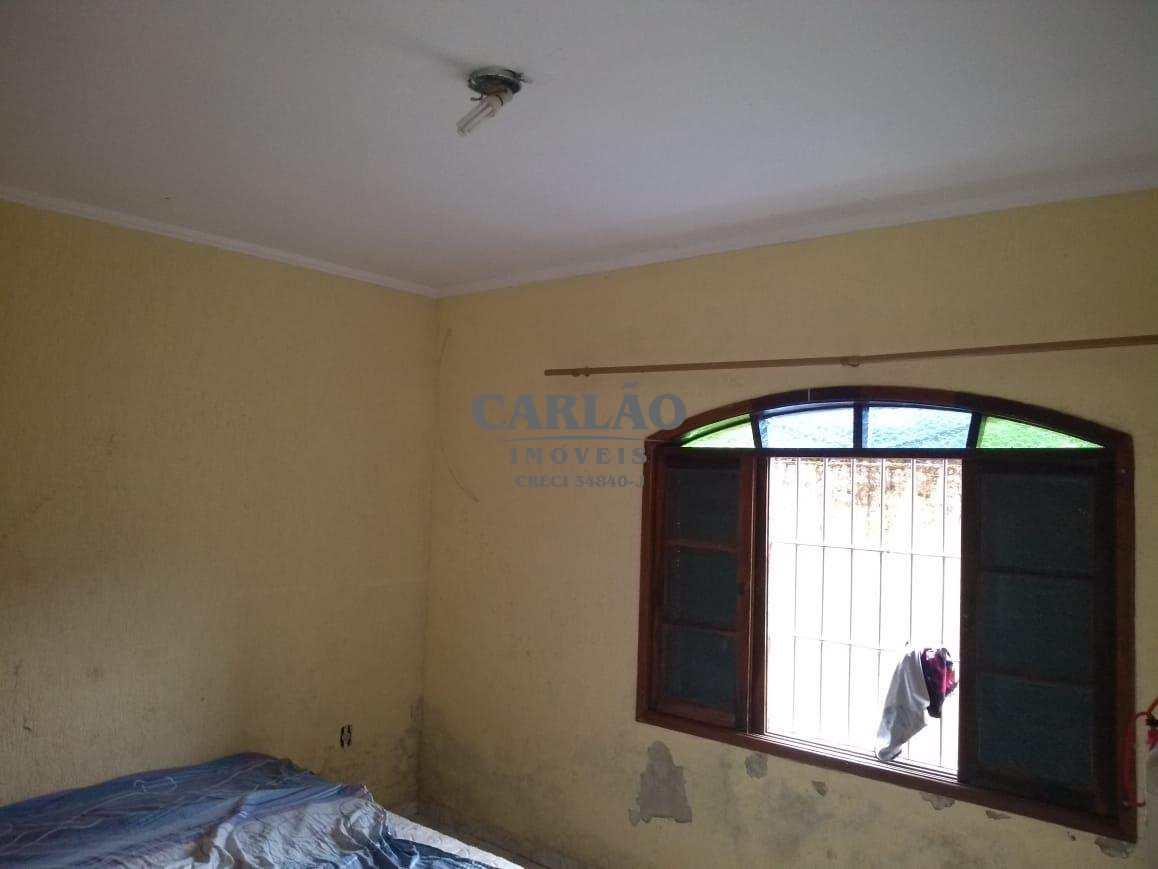 Casa p/locação em Mongaguá c/3 dorms (01 suíte) + edícula
