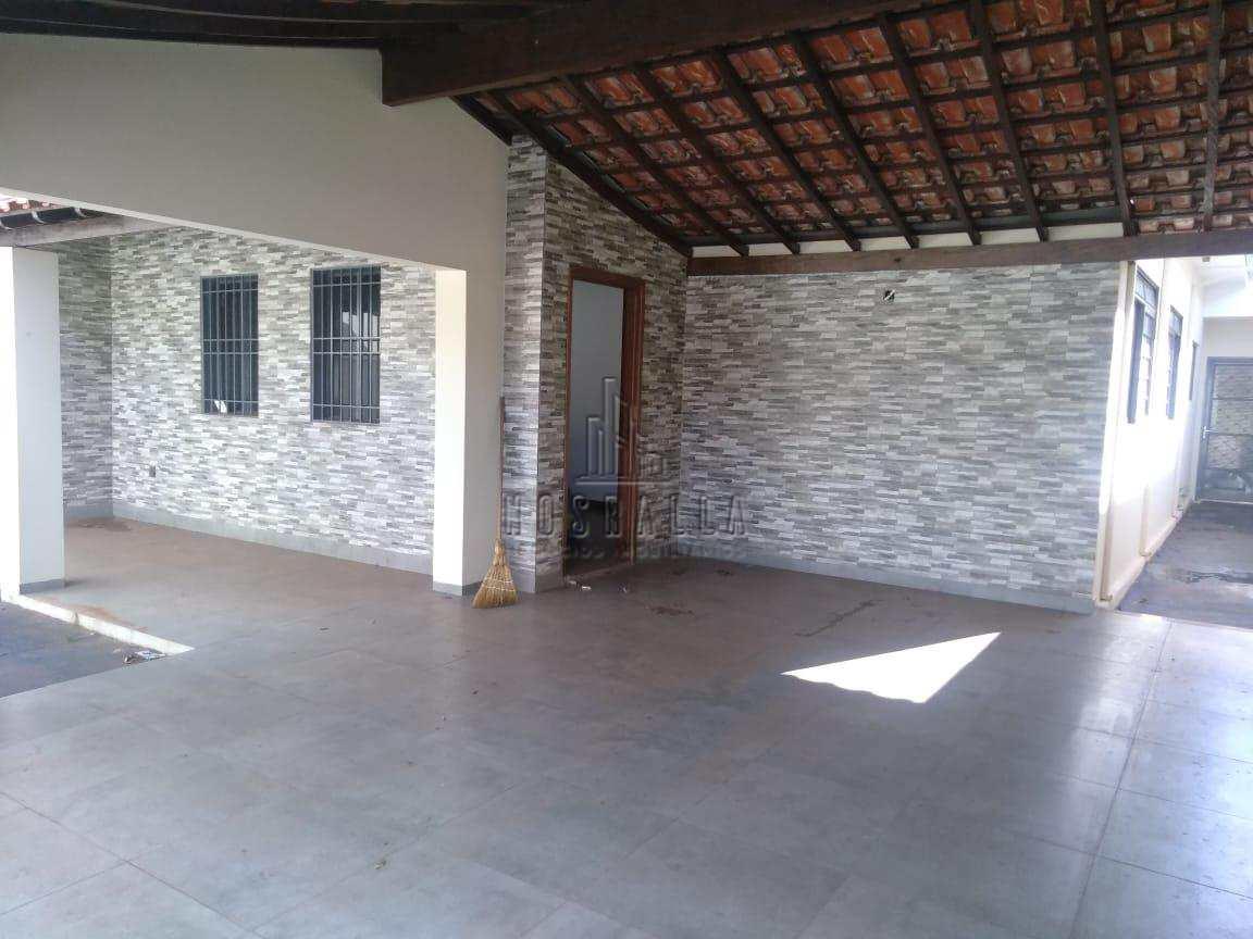 Casa com 3 dorms, Parque dos Laranjais, Jaboticabal - R$ 350 mil, Cod: 1722996