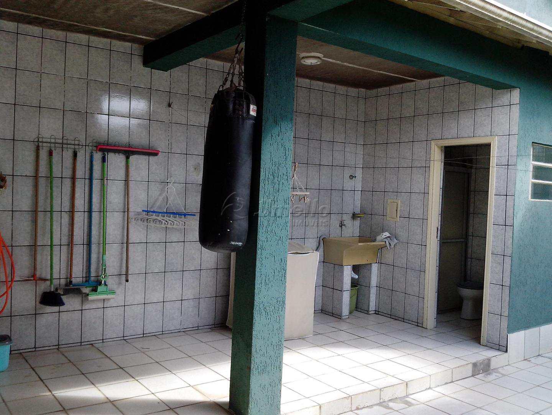 27 Edícula - Área de Serviço e Banheiro