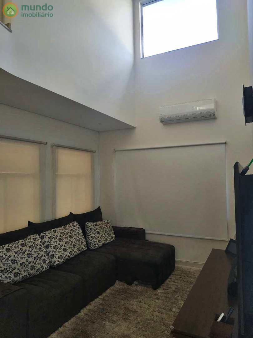 Sobrado no Condomínio Jardim Oásis, 4 suítes - Porteira fechada