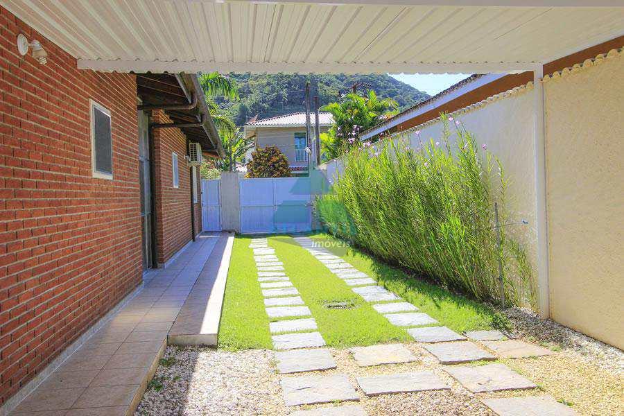 Casa com 3 dorms, Recanto Lagoinha, Ubatuba, Cod: 1112