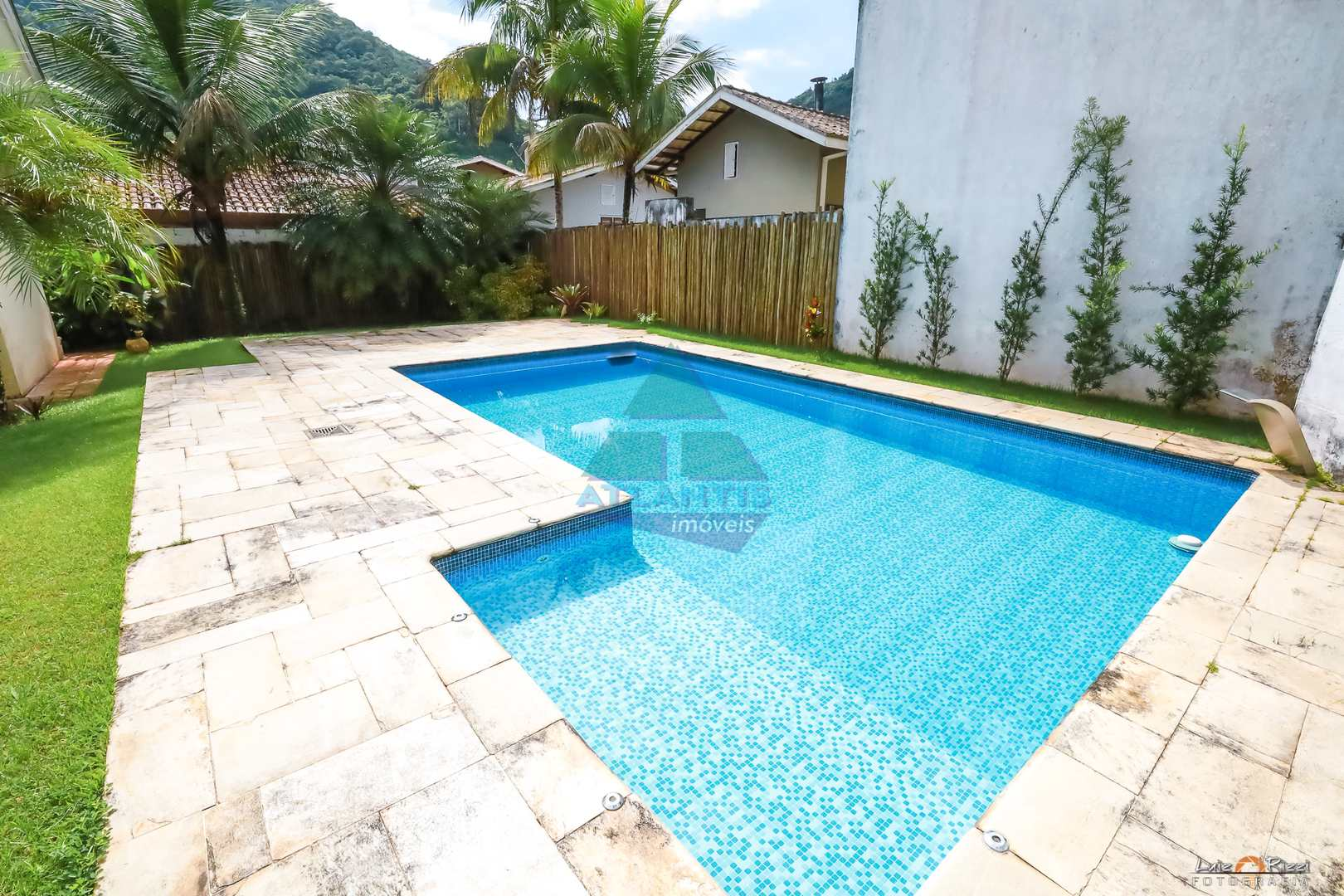 Casa com 3 dorms, Recanto da Lagoinha, Ubatuba - R$ 1.8 mi, Cod: 1378