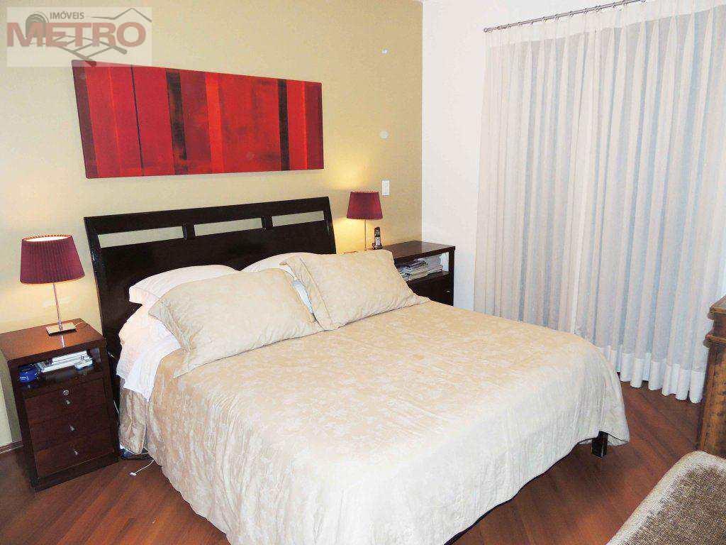 Apartamento com 4 suítes e 3 vagas na Chácara Santo Antônio