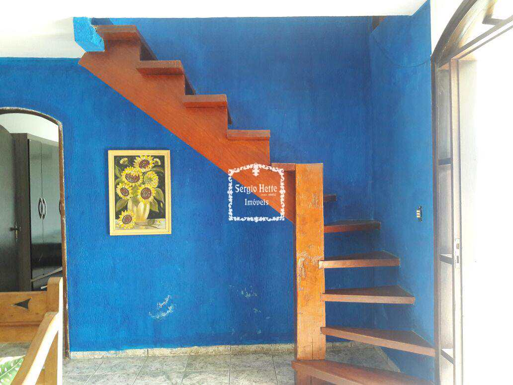 escada de acesso as 2 suítes