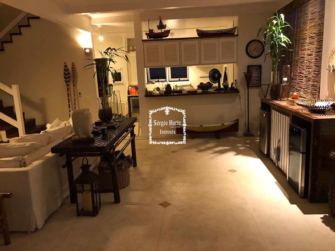 Casa, condomínio Alto Padrão, com vista - Ilhabela - R$ 2.95 mi