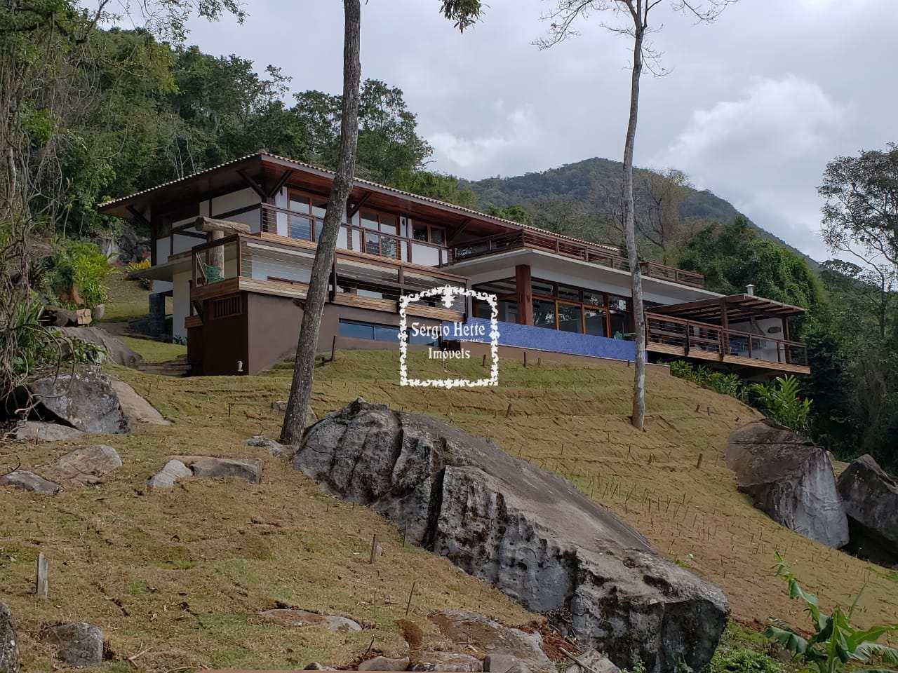 Casa em Condomínio Alto Padrão, cercado pela Natureza e Sossego