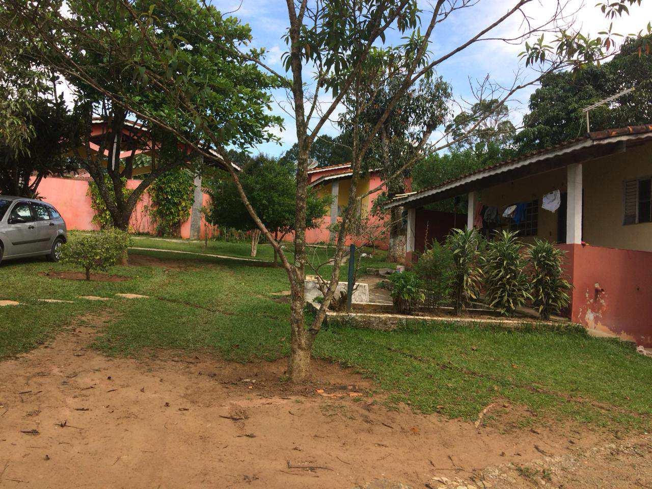 Chácara, completa vende ou troca por outra em Guararema.
