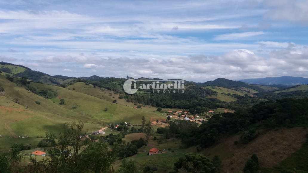 Sítio com 3 dorms, 10 km do centro, Santo Antônio do Pinhal - R$ 850 mil, Cod: 605