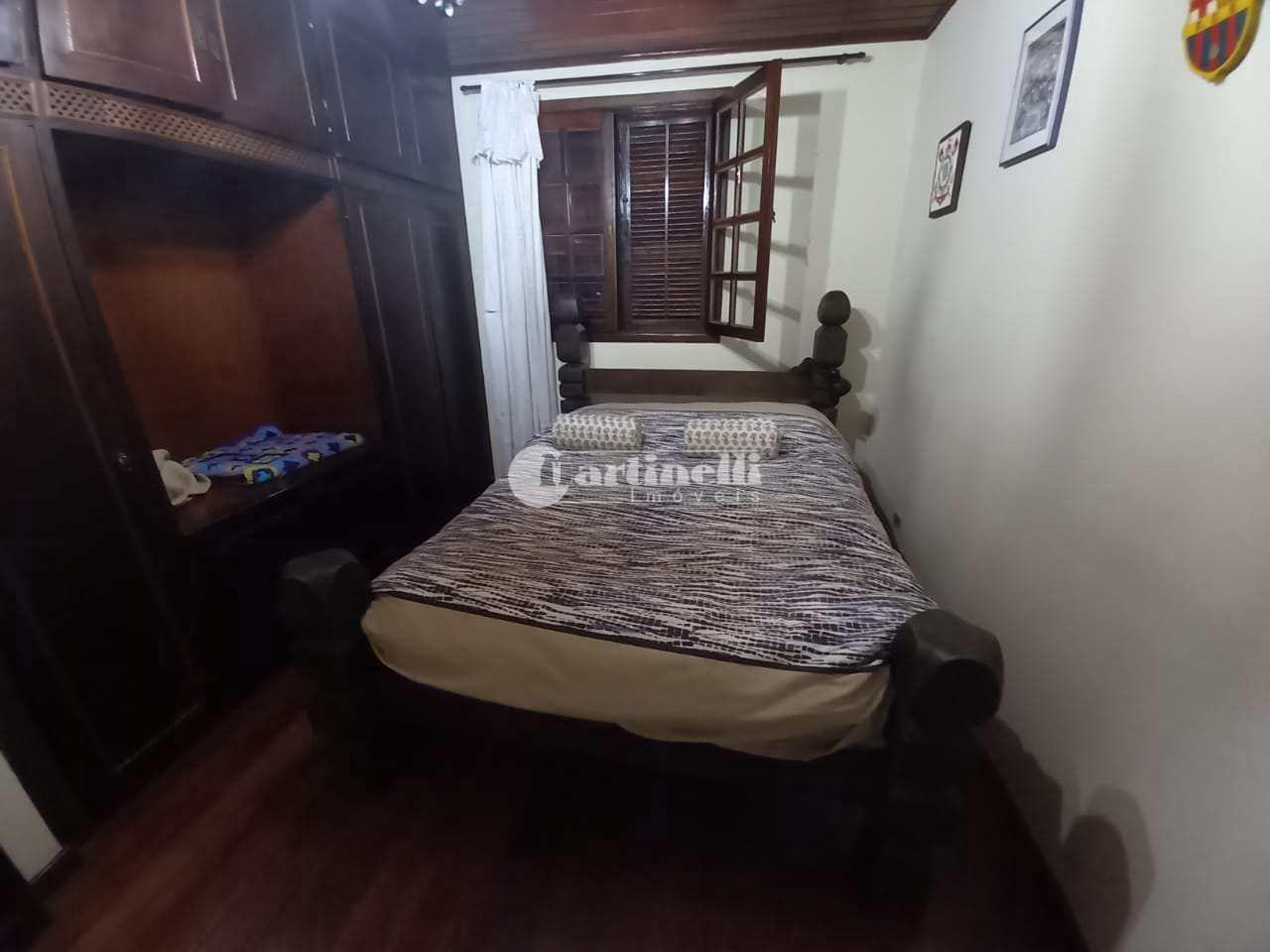 Casa com 3 dorms, Aprox 2 km do centro, Santo Antônio do Pinhal - R$ 950 mil, Cod: 689