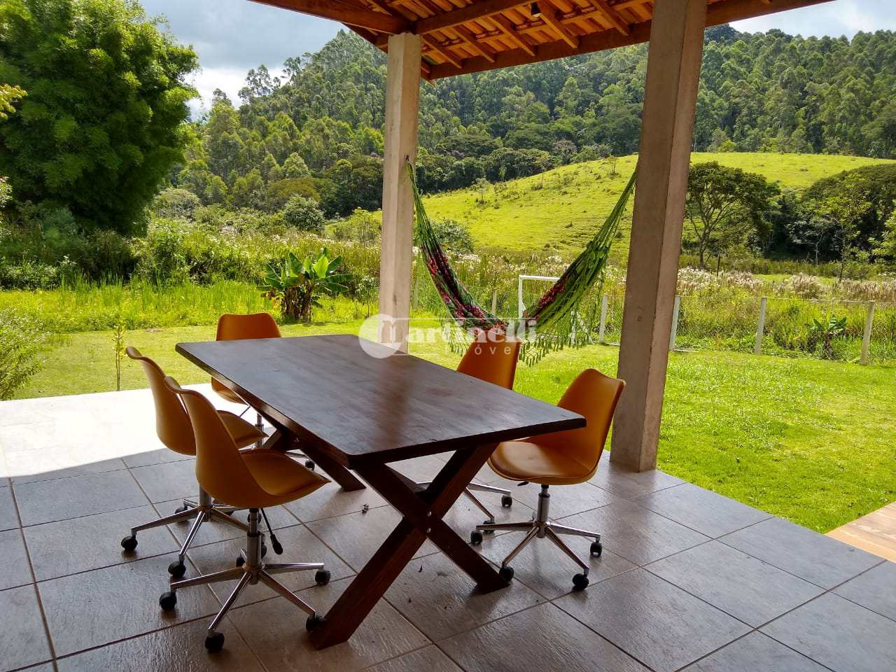 Casa com 3 dorms, 10 km do centro, Santo Antônio do Pinhal - R$ 470 mil, Cod: 690
