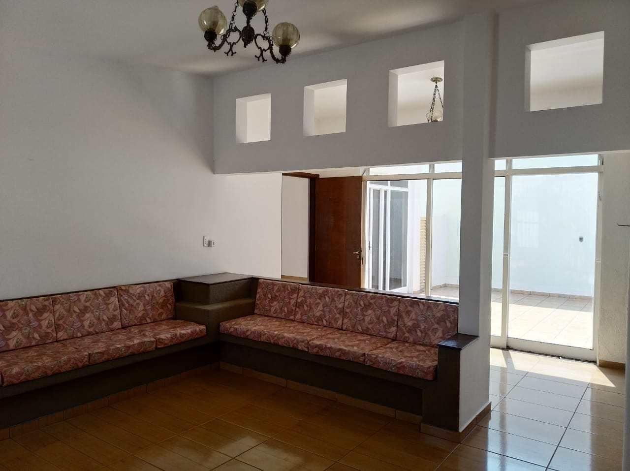 Casa com 4 dorms, Centro, Jales - R$ 850 mil, Cod: 3696