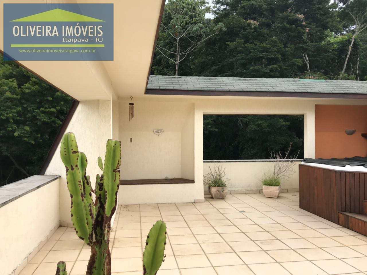 Cobertura com 4 dorms, Itaipava, Petrópolis - R$ 2.5 mi, Cod: 2
