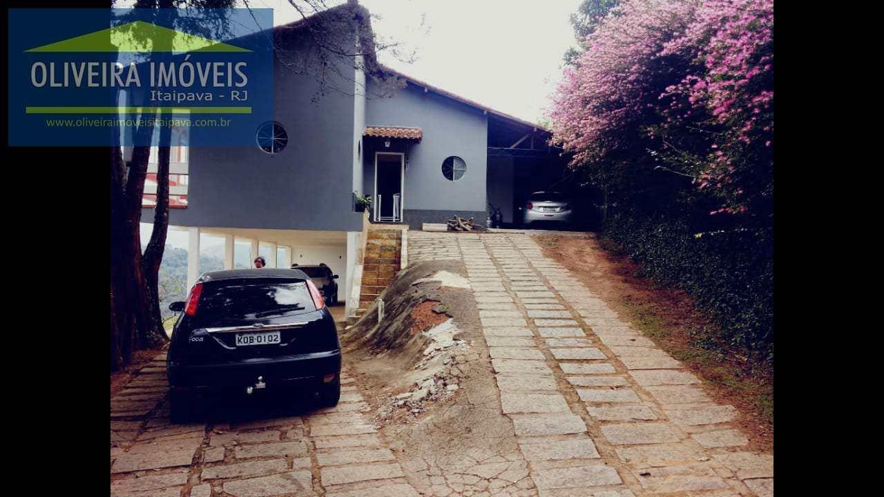 Casa com 4 dorms, Itaipava, Petrópolis - R$ 900 mil, Cod: 63