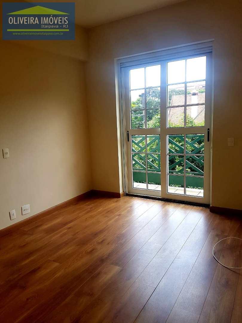 Apartamento com 4 dorms, Itaipava, Petrópolis - R$ 1.2 mi, Cod: 69