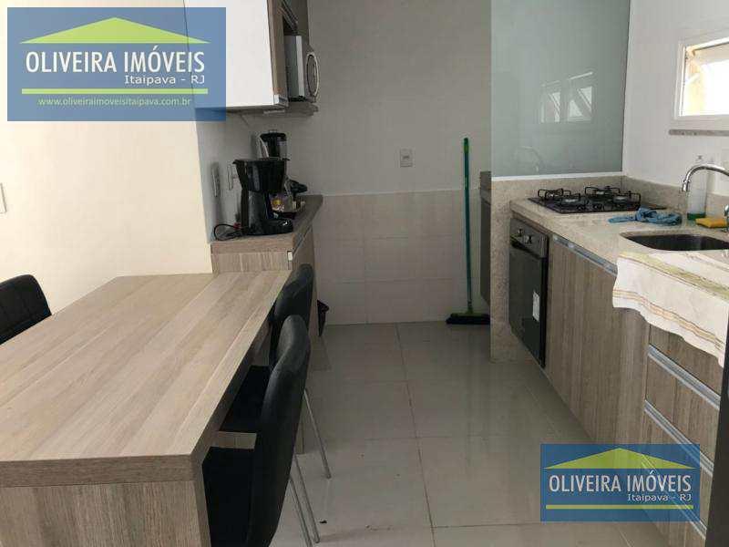 Cobertura com 2 dorms, Itaipava, Petrópolis - R$ 650 mil, Cod: 75