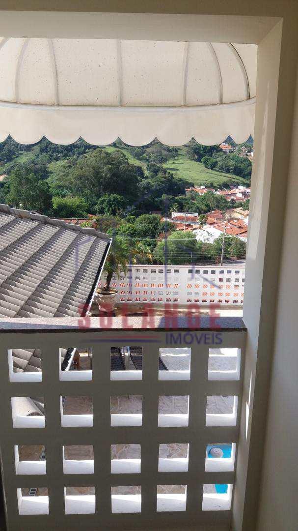 Casa com 3 dorms, Jardim São Roberto, Amparo - R$ 1.2 mi, Cod: 2038