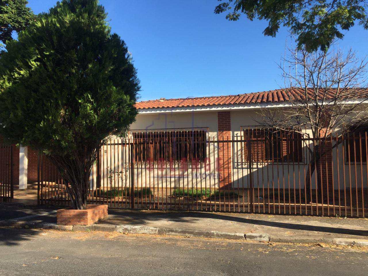 Casa com 3 dorms, Centro, Amparo - R$ 530 mil, Cod: 2104
