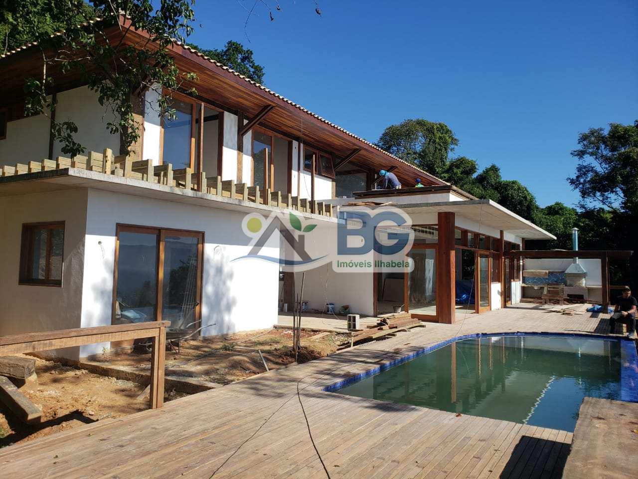 Casa em Ilhabela em condominio, nova com linda vista para o mar