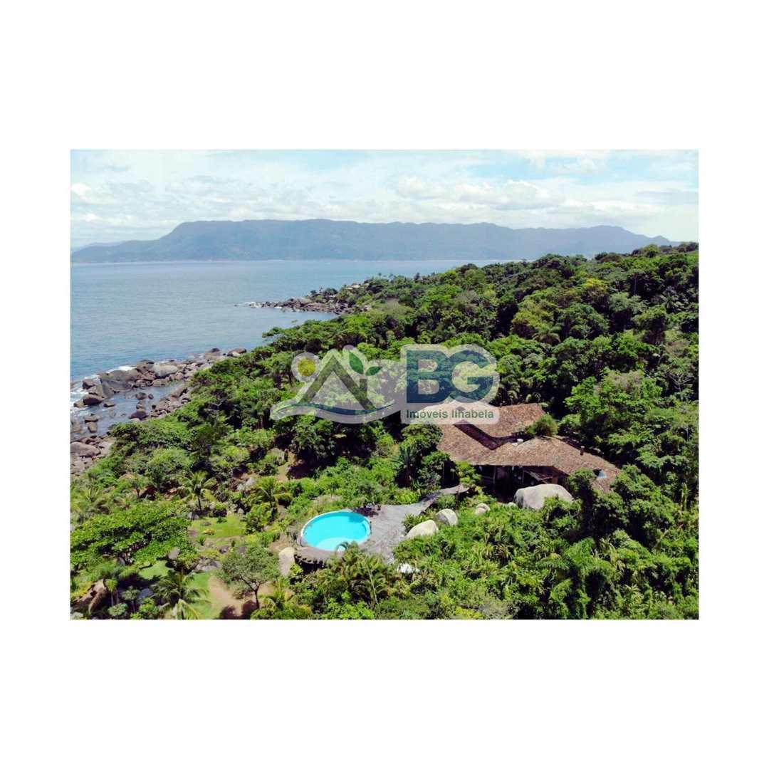Casa em Ilhabela de costeira vista para o mar em condominio.