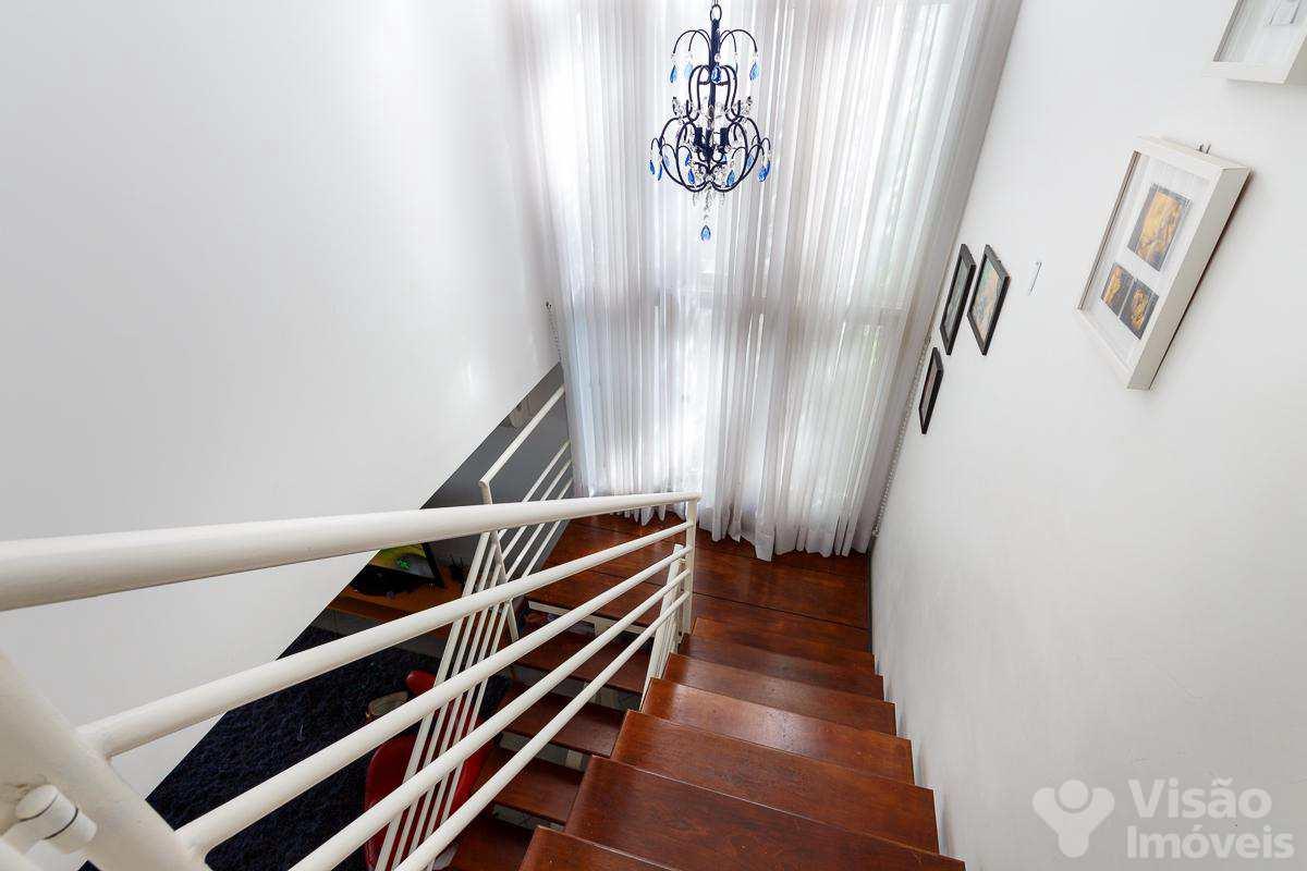 Escada-1