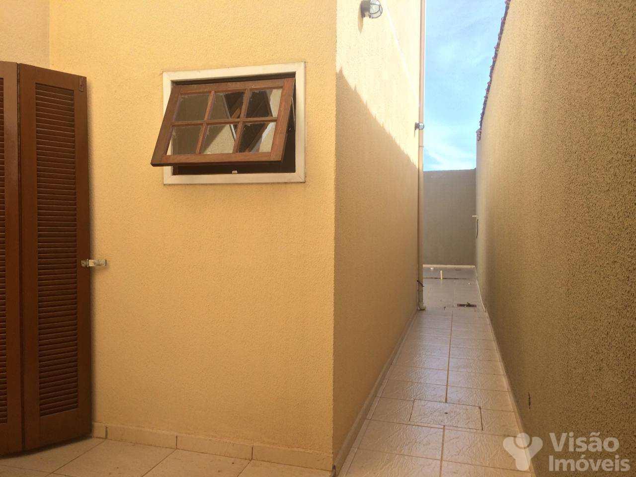 Sobrado com 3 dorms, Maria Áurea, Pindamonhangaba - R$ 390 mil, Cod: 1920012