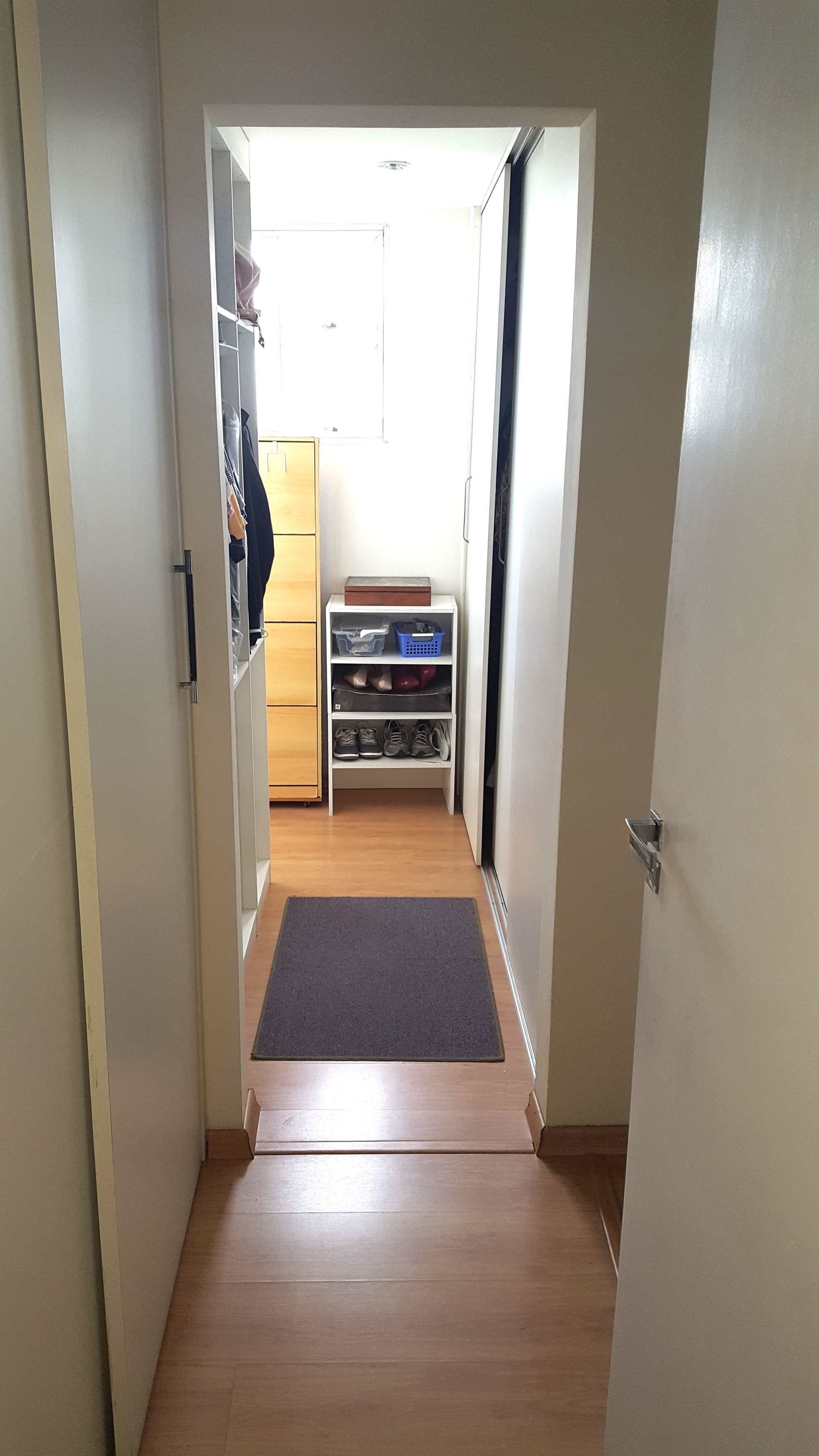 F. Closet dorm 1 (1)