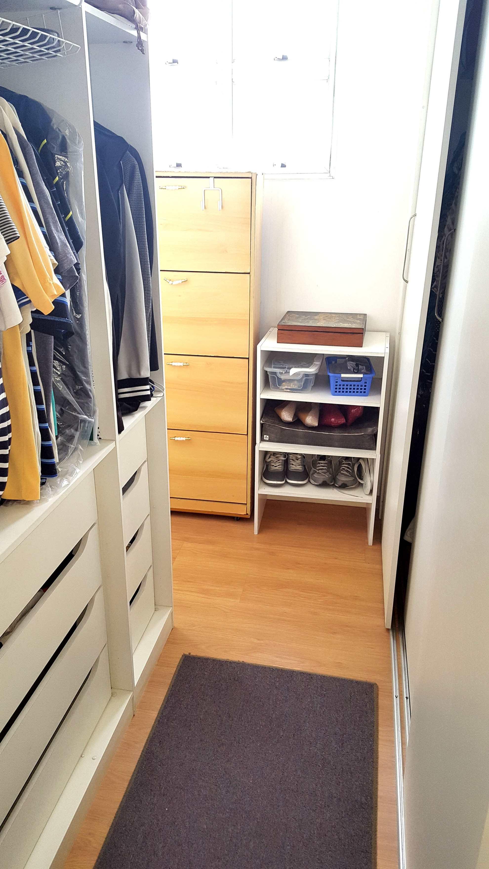F. Closet dorm 1 (2)