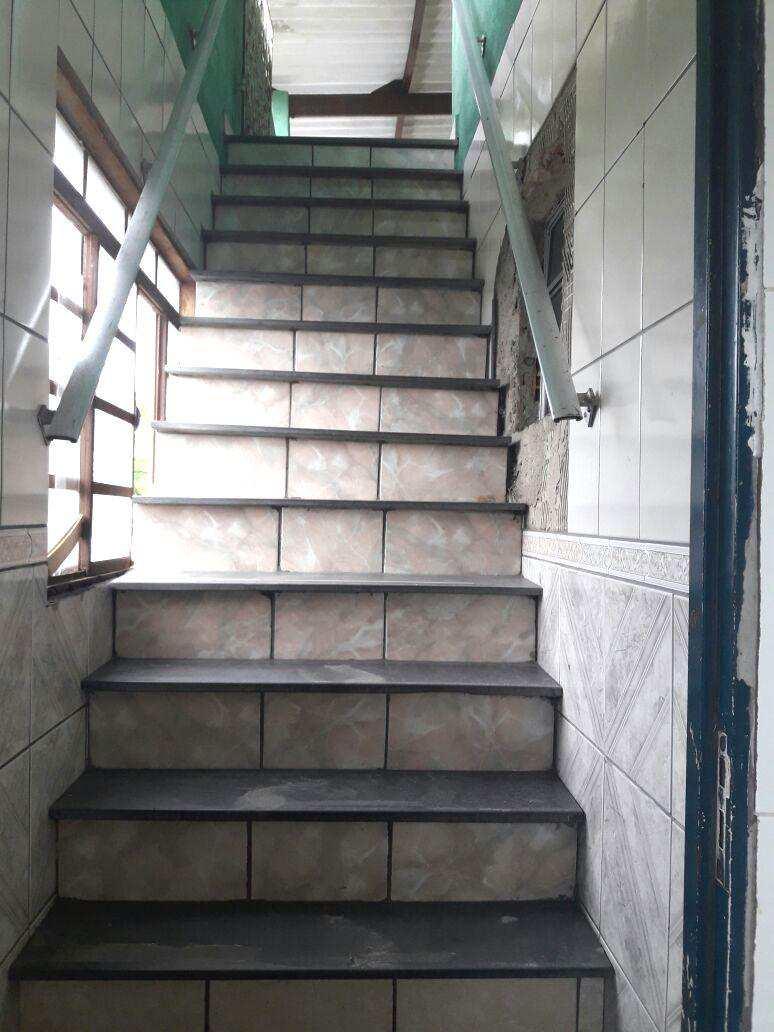 G. Escada terraço