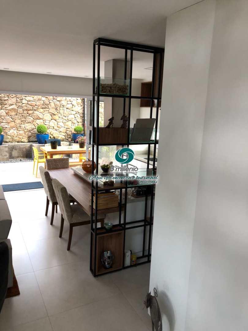 Casa com 2 suítes - Le Granja Viana - Venda - Cotia
