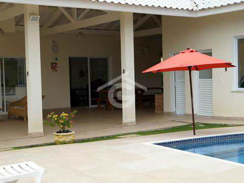 lateral-da-piscina-casa-em-guararema