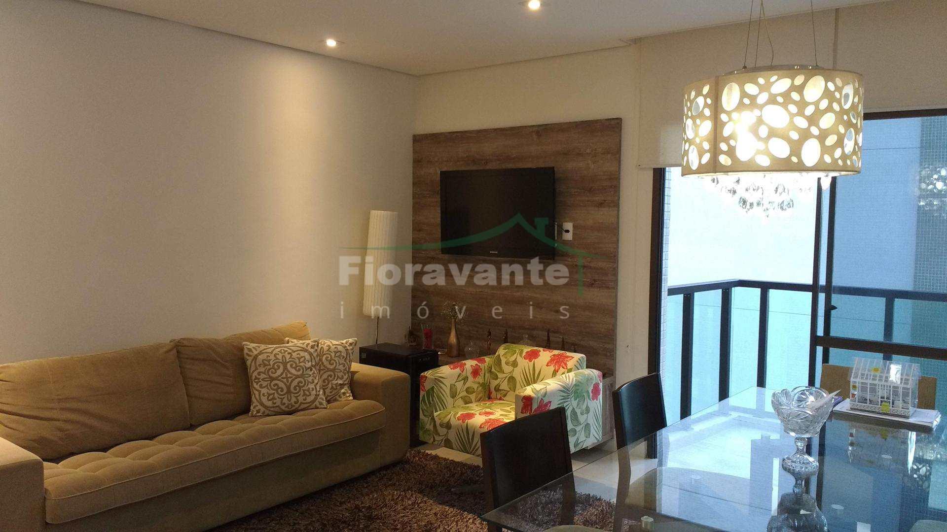 Apartamento em Santos no Boqueirão. Prédio na avenida da praia, apartamento reformado com decoração moderna, piso em porcelanato, rico em planejados. Sala com terraço e vista para o mar.