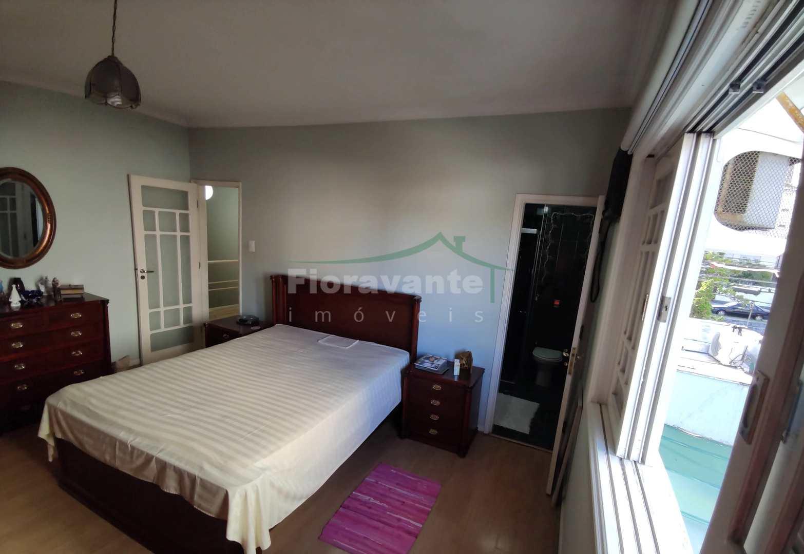Casa com 4 dorms, 2 suítes. Venda ou Locação. Canal 6.