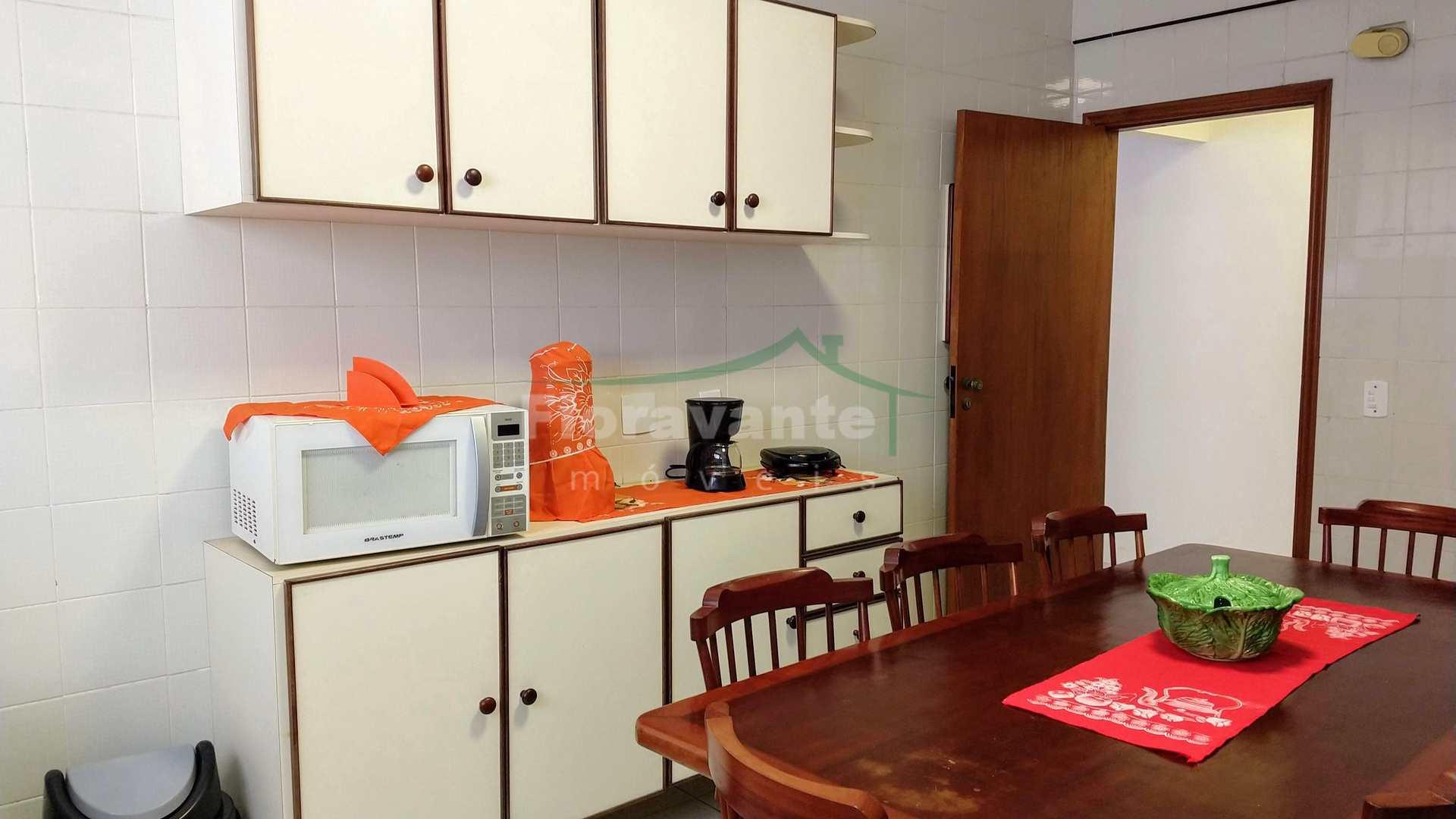 Apartamento com 2 dorms, Pompéia, Santos. Na quadra da praia.